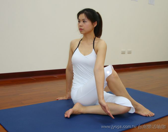 瑜珈教學14-腰部曲線雕塑-坐姿扭轉式