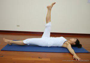 直腿扭轉式(瑜珈提斯動作圖解-瑜珈教學20-腰腹部雕塑)