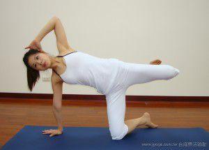 瑜珈教學43-腿部雕塑-單腿側踢