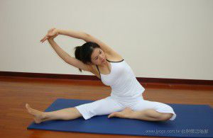 瑜珈教學50-手臂、腿部雕塑-握腕側壓式