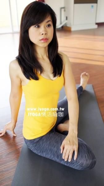 台南JYOGA樂活瑜珈-單腿屈膝扭轉 冬季減肥 春天 學瑜珈Partner yoga