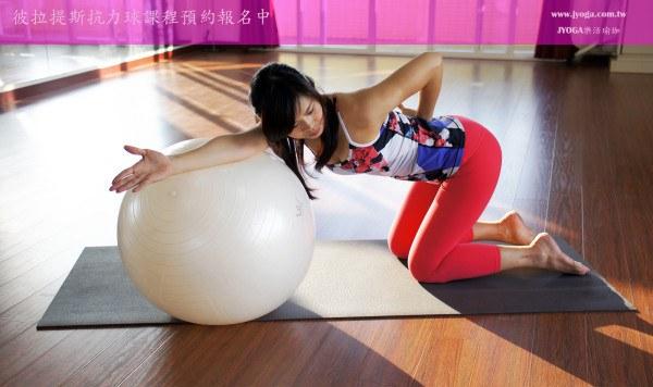 彼拉提斯-抗力球 Pilates-跪姿斜伸展 冬季減肥 Stability Ball