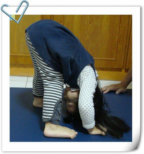 台南JYOGA樂活瑜珈-三角前彎 Wide-Stance Forward Bend