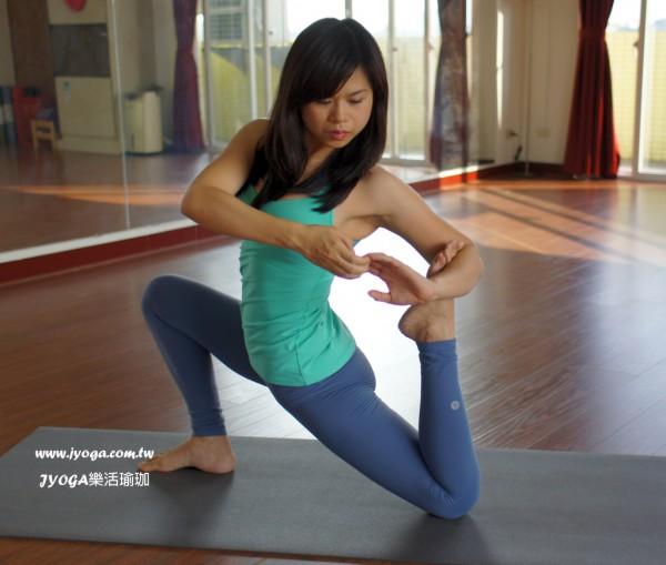 台南JYOGA樂活瑜珈-瑜珈教學-跪姿海狗式