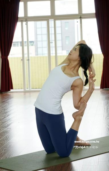 台南JYOGA樂活瑜珈-瑜珈教學-駱駝式變化