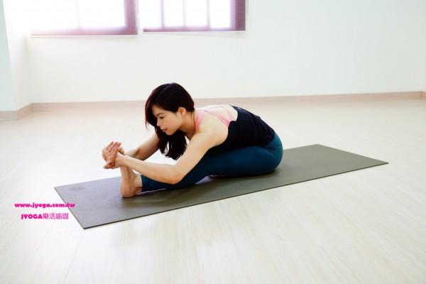 台南JYOGA樂活瑜珈-瑜珈教學-坐姿前彎變化