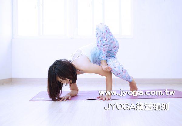 台南JYOGA樂活瑜珈-瑜珈教學-蚱蜢式